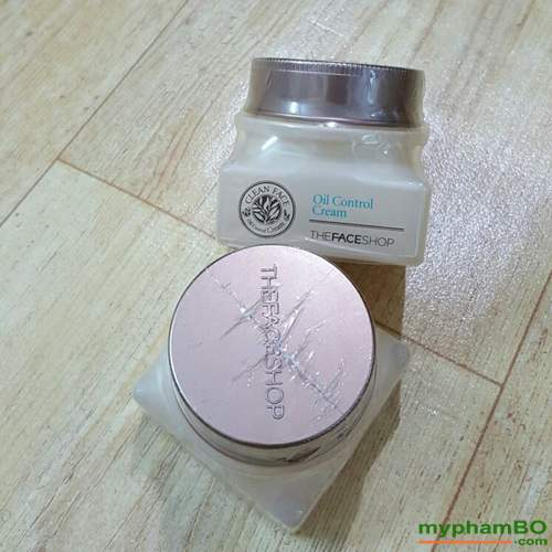 Kem-duong-danh-cho-da-dau-va-mun-Clean-Face-Oil-Free-Control-Cream-The-Face-Shop-(2)