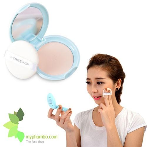 Phan phu kiem dau Oil Clear Smooth & Bright Pact TheFaceShop (3)
