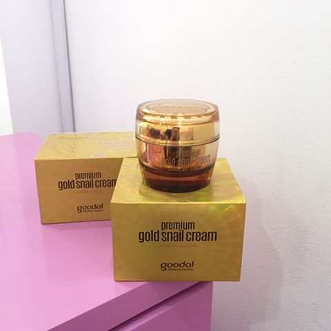 Kem-duong-da-chiet-xuat-oc-sen-vang-Goodal-Premium-Gold-Snail-Cream-50ml-1