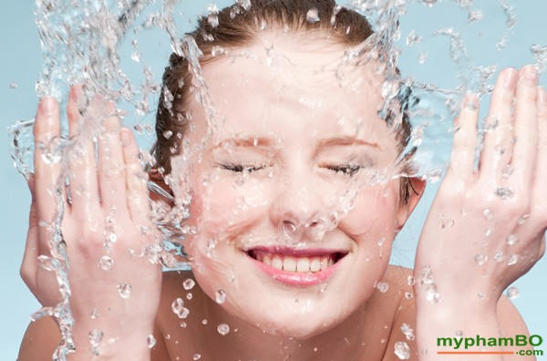 Sua-rua-mat-dang-gel-Simple-Kind-To-Skin-Refreshing-Facial-Wash-Gel-11
