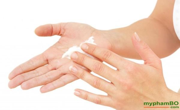 Kem duong da tay Silky hand Anti Age - Nga (4)